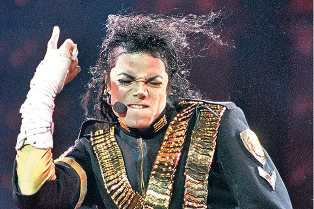 MRAČNA TAJNA KRALJA POPA: Majkl Džekson nije mogao da podnese svoje lice u ogledalu!