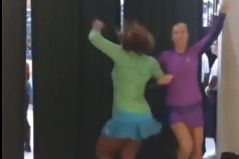 (VIDEO) U SRPSKOM STILU: Jankovićeva i Amerikanka Taunzend zaigrale kolo!