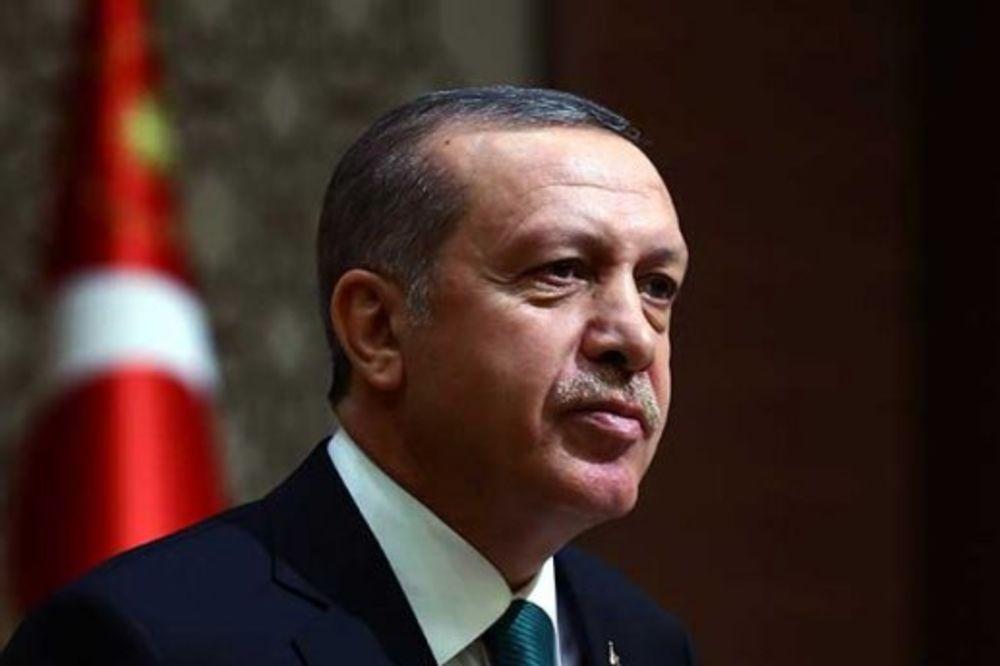(VIDEO) NEZAPAMĆEN SKANDAL U TURSKOJ: Erdogan umesto hodže u džamiji pročitao poziv na molitvu!