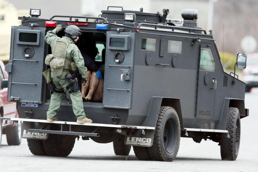 OPSADNO STANJE OKO BELE KUĆE: Pronađen sumnjiv paket, prisutne jake policijske snage!