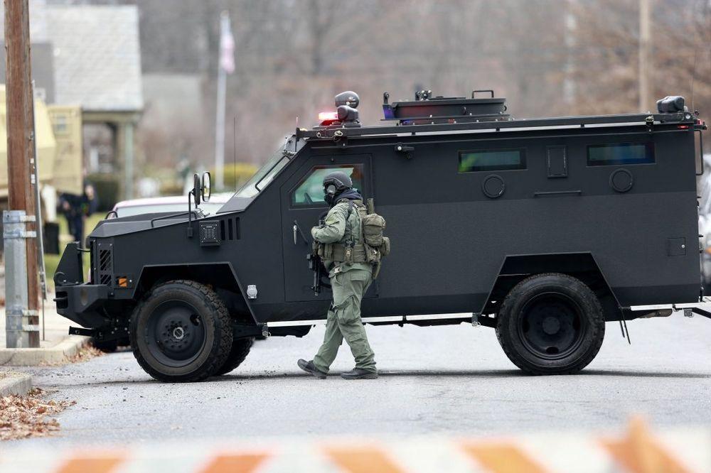 PUCNJAVA NA AMERIČKO-KANADSKOJ GRANICI: Ranjen Kanađanin koji je policajcima pretio pištoljem