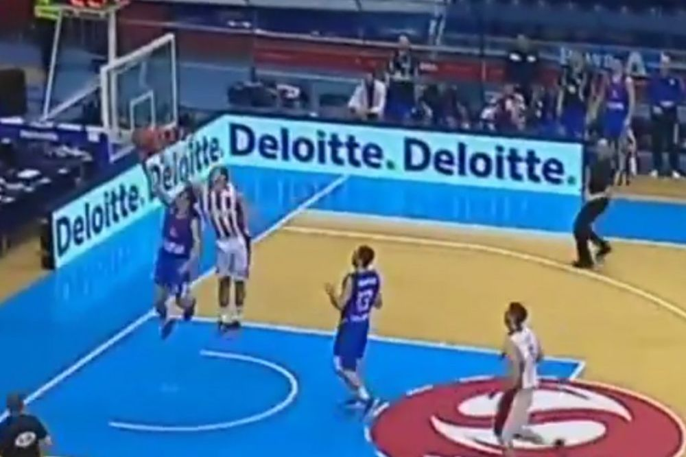 (VIDEO) KALINIĆ BRILJIRAO POD OBA KOŠA: Pogledajte rampu i kucanje košarkaša Zvezde
