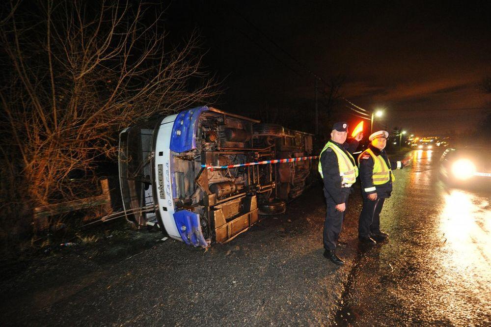 PREVRNUO SE AUTOBUS KOD UMKE: Veliki broj povređenih, putnici zapomagali dok su ih vadili iz vozila!