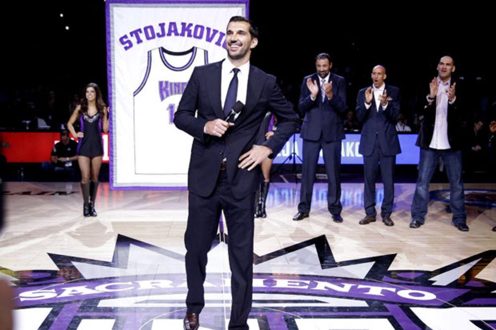 (VIDEO) KINGSI SE POKLONILI SRBINU: Stojakovićev dres sa brojem 16 otišao u istoriju!