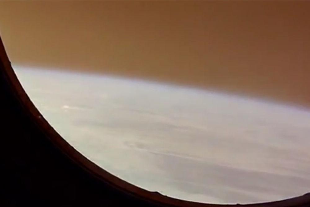 (VIDEO) OVAKAV POGLED NA ZEMLJU NIKAD NISTE IMALI: Kad se Sojuzom vraćaš kući...