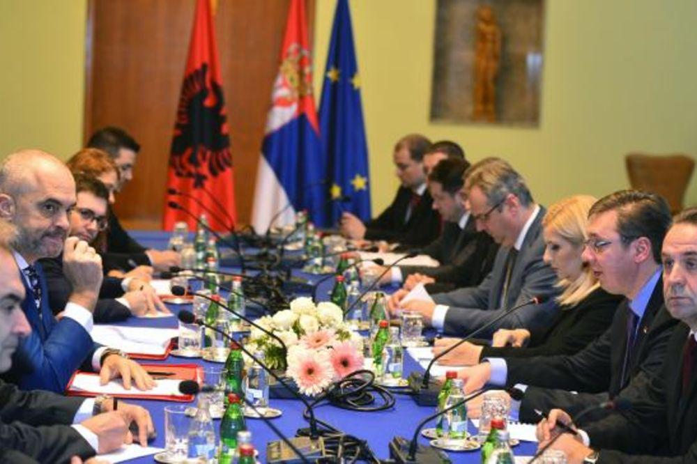 Balfur: Brisel uviđa da EU više nije jedini igrač