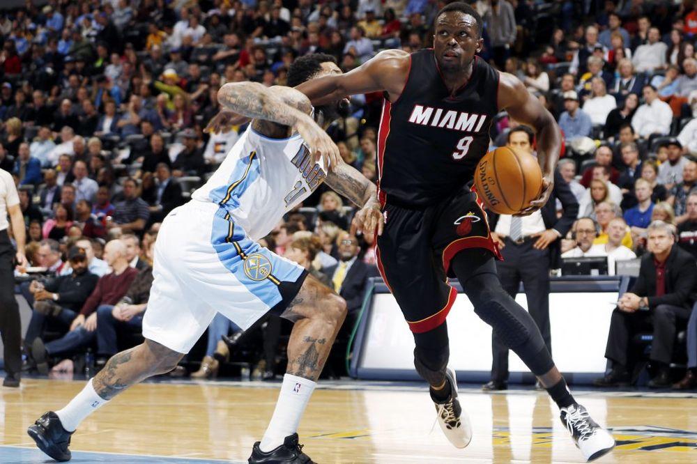 (VIDEO) NOVI ŠESTOKORAK U NBA: Luol Deng napravio grešku, sudije priznale trojku