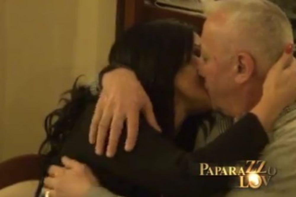 (VIDEO) KAKAV DEDA: Era slavio rođendan unuku, pa odveo devojku u sobu!