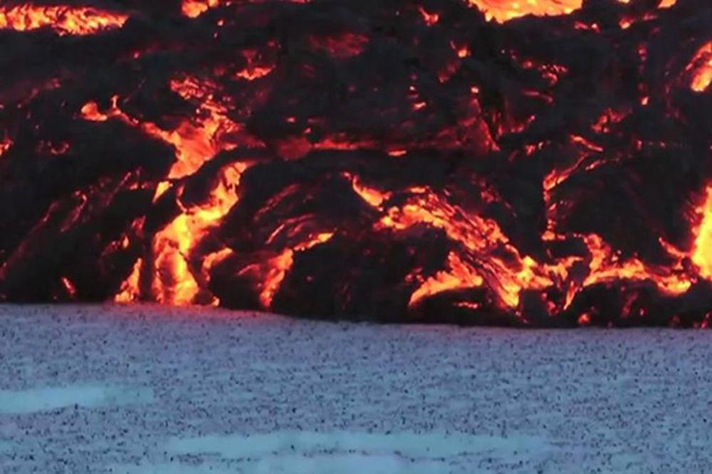 (VIDEO) Kako izgleda sudar lave sa snegom?