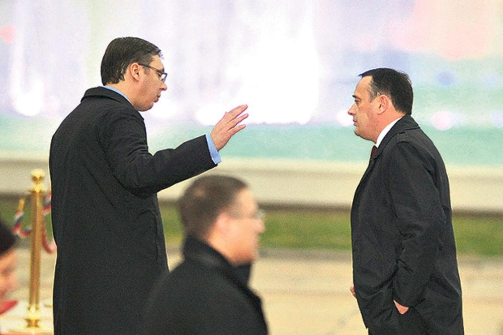 PACKE: Vučić ribao Antića zbog Kineza