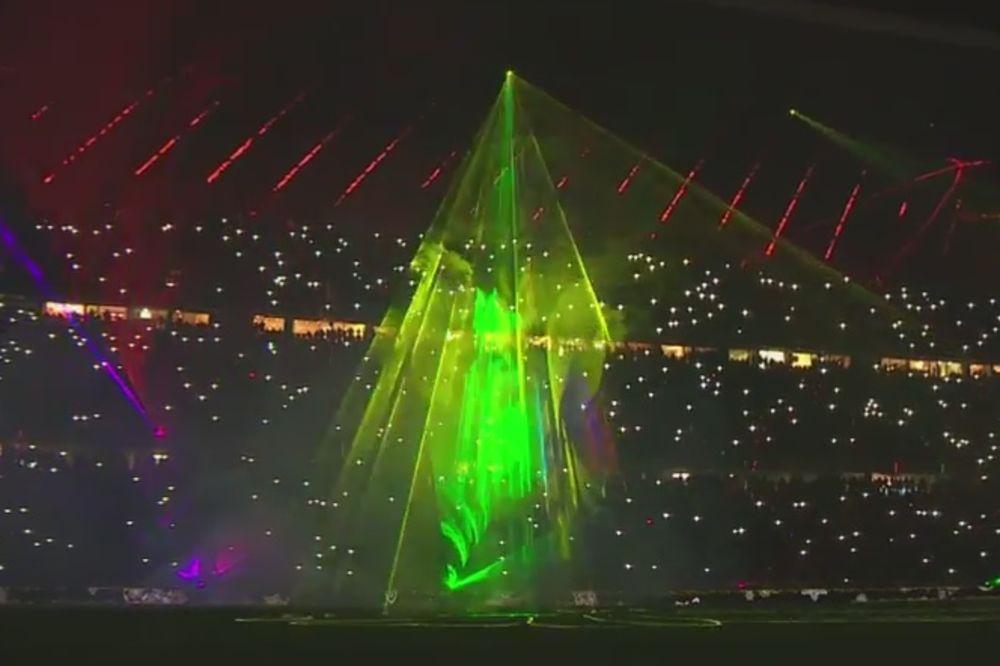 (VIDEO) SPEKTAKL KAO POKLON: Impresivni laseri pozdravili navijače Bajerna za kraj godine