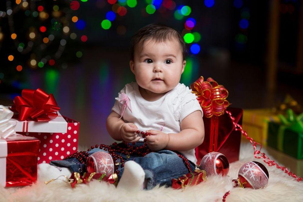 PAMETNA KUPOVINA PO UZRASTU: Šta pokloniti detetu za novogodišnje praznike
