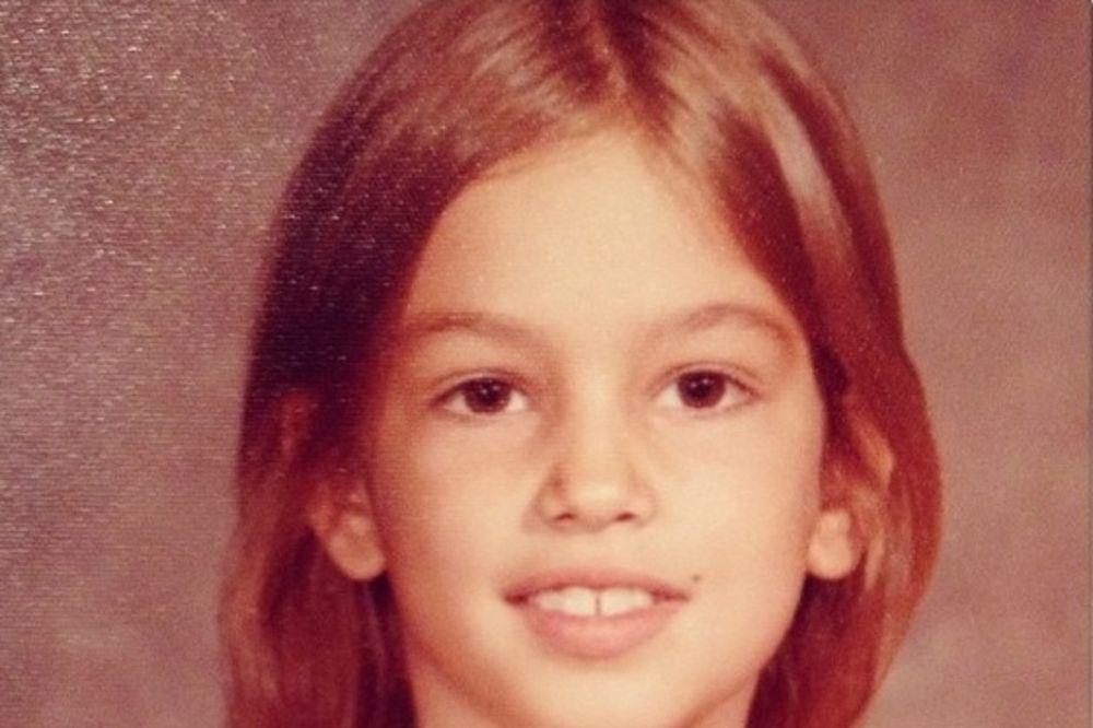 DA LI JE PREPOZNAJETE: Nekada slatka devojčica, a danas jedna od najlepših žena sveta