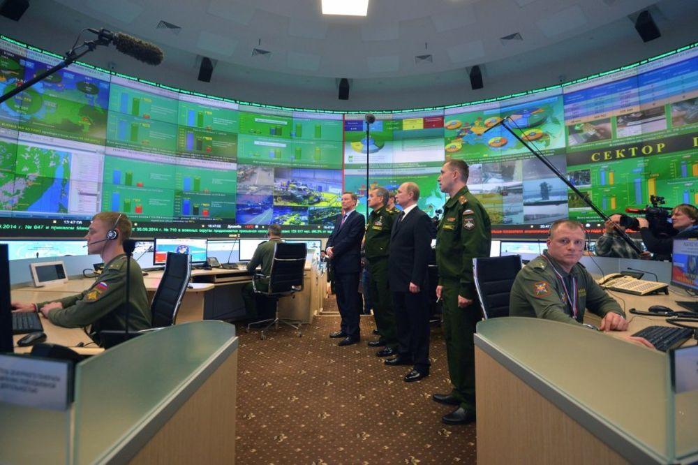 ODAVDE PUTIN MOTRI NA CEO SVET: Pogledajte vojni štab ruskog predsednika!