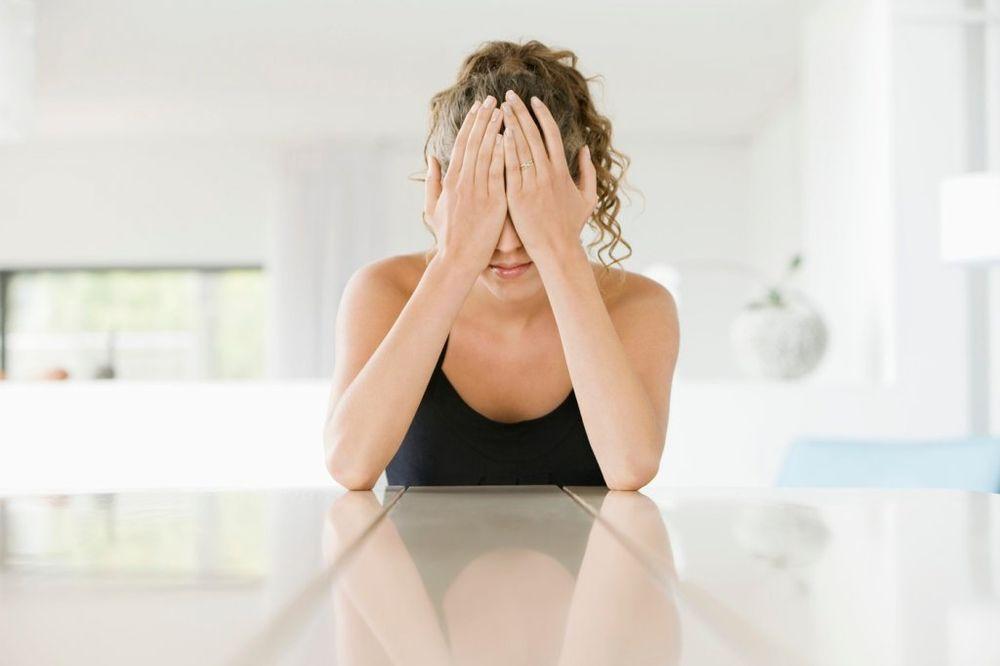 PATE U TIŠINI: Ovo stanje pogađa milione žena, a o njemu niko ne priča!