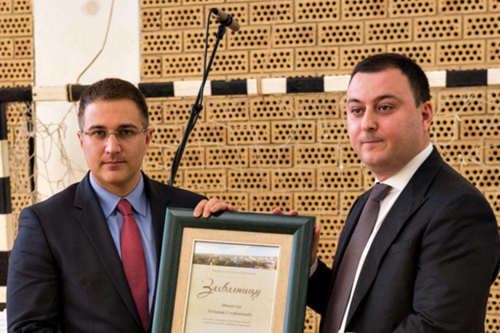 DAN OPŠTINE OBRENOVAC: Stefanoviću i MUP uručena zahvalnica za spasavanje i saniranje poplava