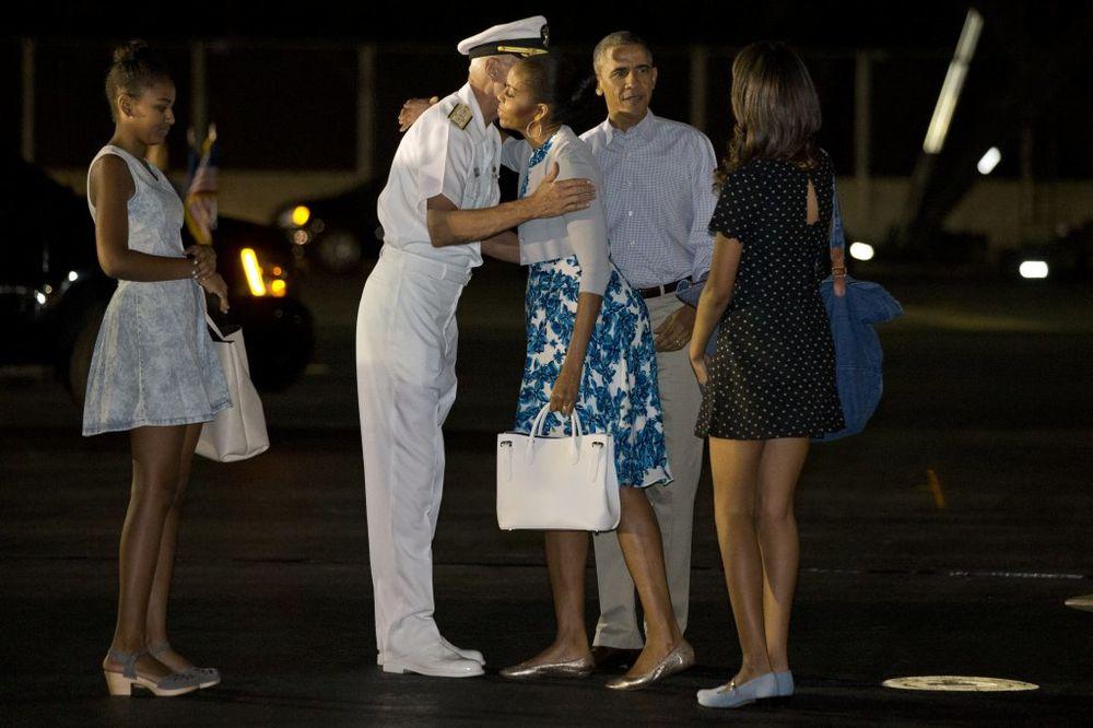 (VIDEO) POVEO I PSE: Obama odveo porodicu u zavičaj da se odmori od stresne godine