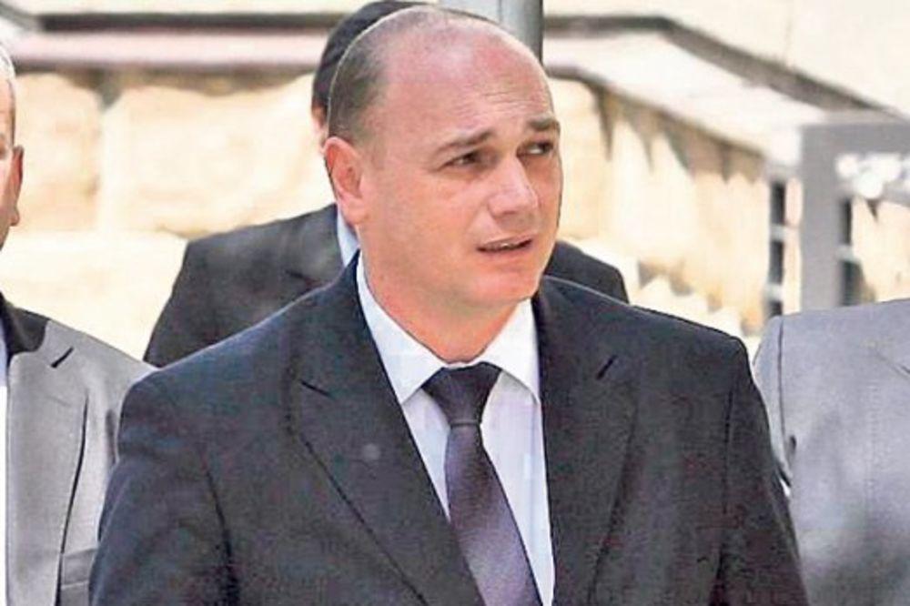 BAHATO: Poslanik SNS izazvao udes, pa se vadio na poslaničku legitimaciju