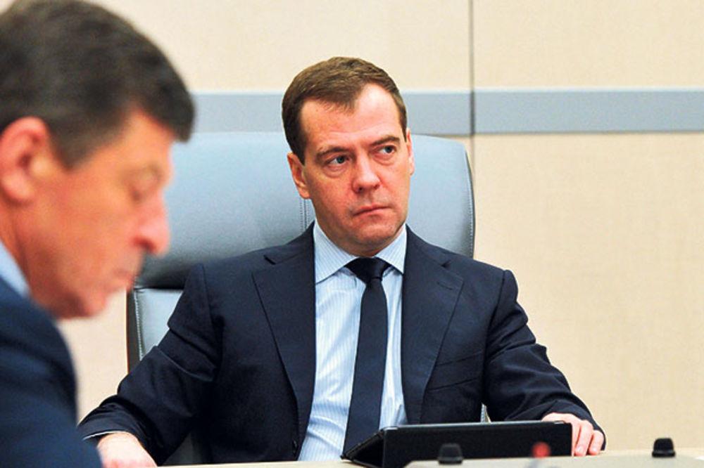 STIGAO RUSKI KONVOJ: Medvedev pomaže Donbas