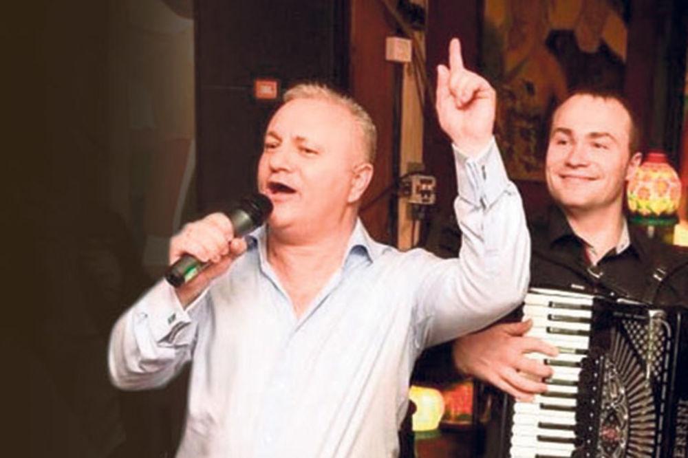 MLAĐINA LUMPERAJKA: Dinkić 50. rođendan slavio sa pola estrade!
