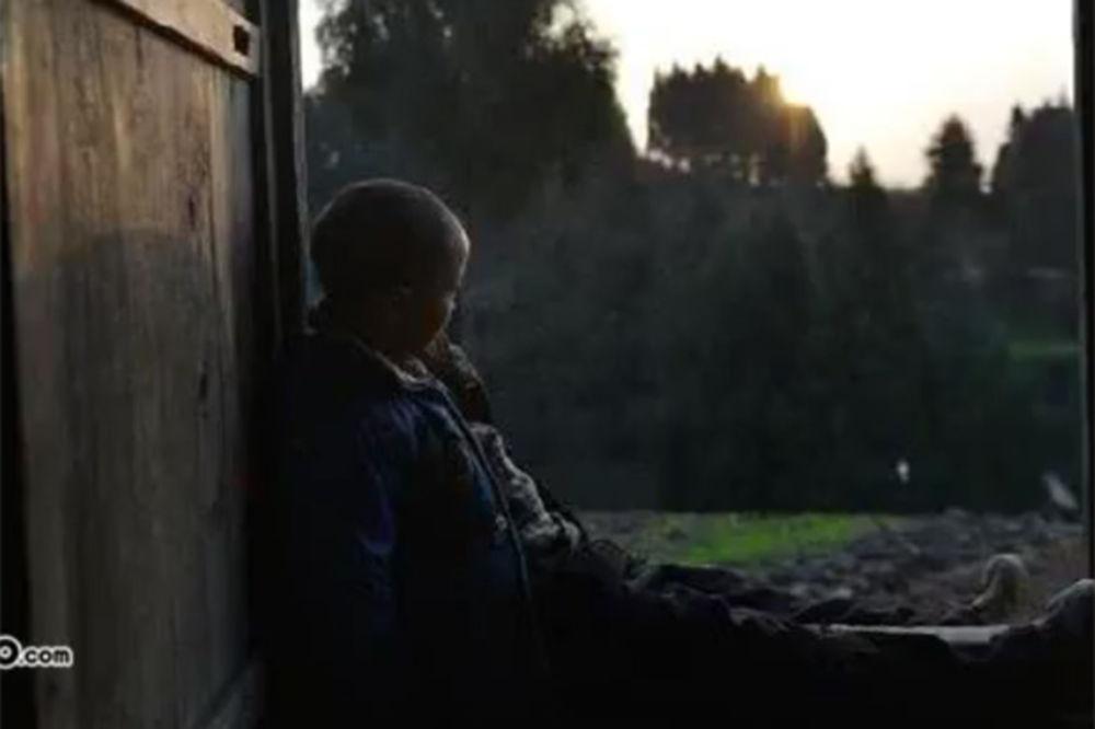 SELO HTELO DA GA PROTERA: Kineske vlasti obećala lečenje i doživotnu negu dečaku obolelom od side
