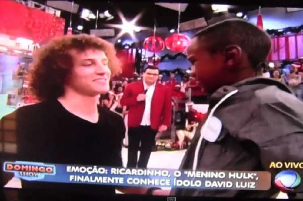 (VIDEO) RASPLAKAO IDOLA: Pogledajte ko je naterao Davida Luiza da zaplače