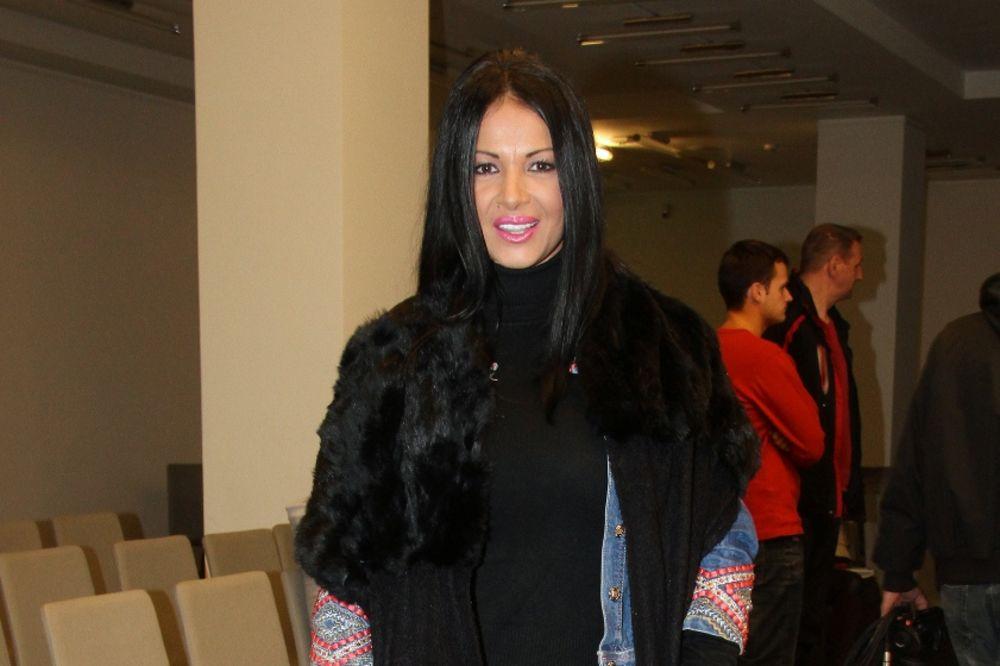 PEVAČICA PREŽIVLJAVA TEŠKE DANE: Tina Ivanović otkrila tumor dojke!