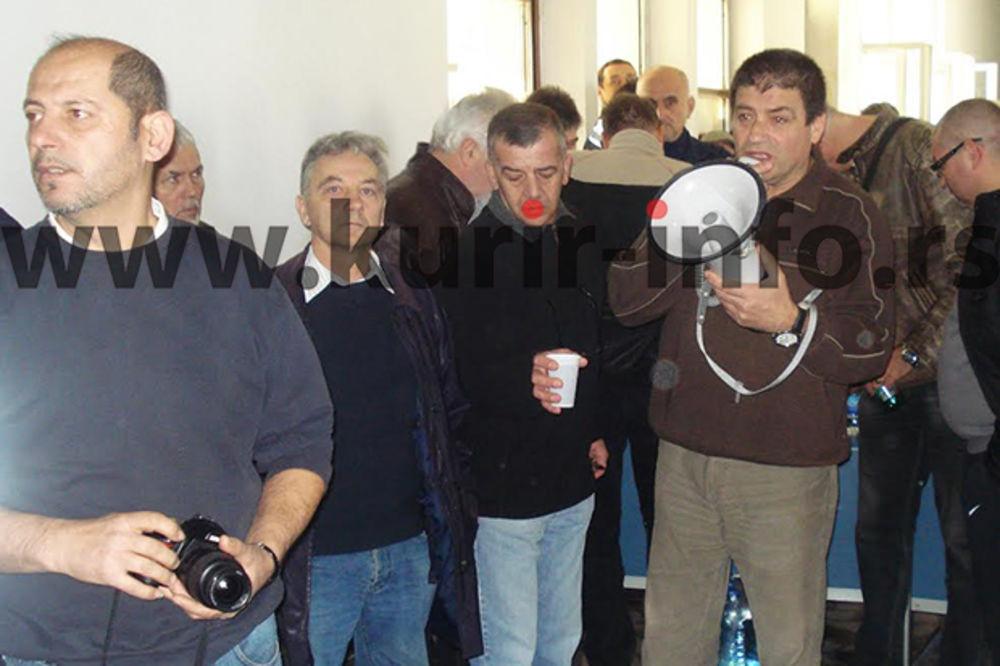 OPSADA ZASTAVA ORUŽJA: Kragujevački oružari zauzeli upravnu zgradu fabrike