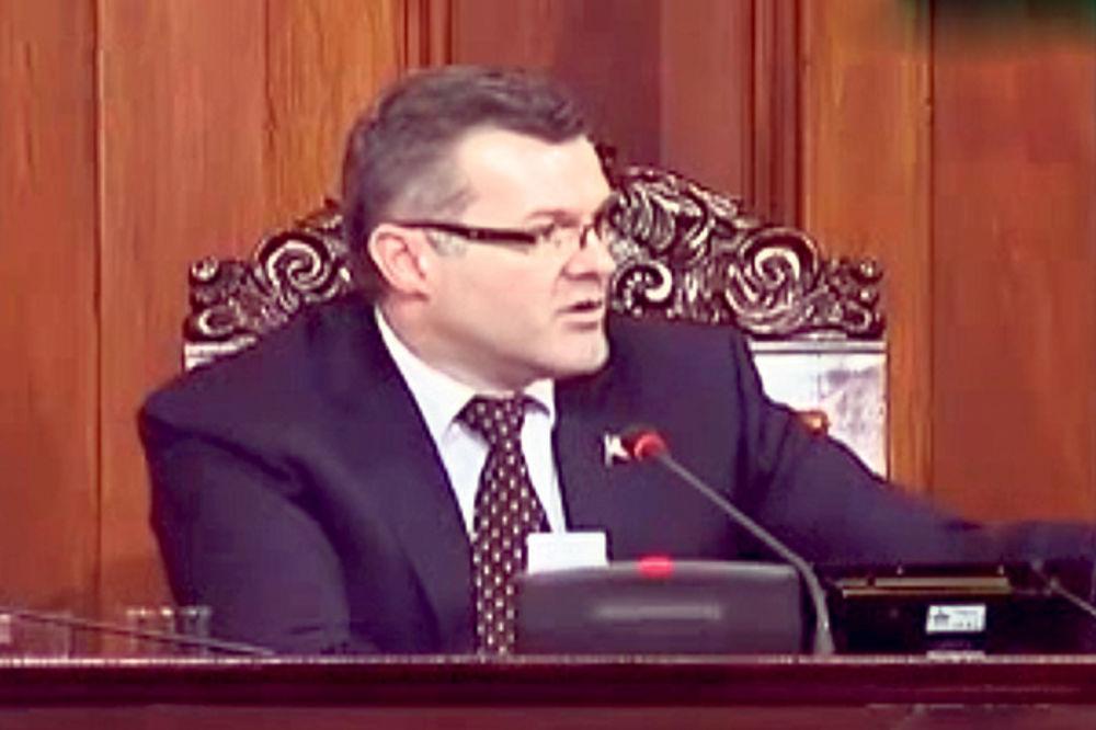 VRATI SE MAJO VRATI: Poslanici opozicije u srpskom parlamentu ogorčeni na Igora Bečića!