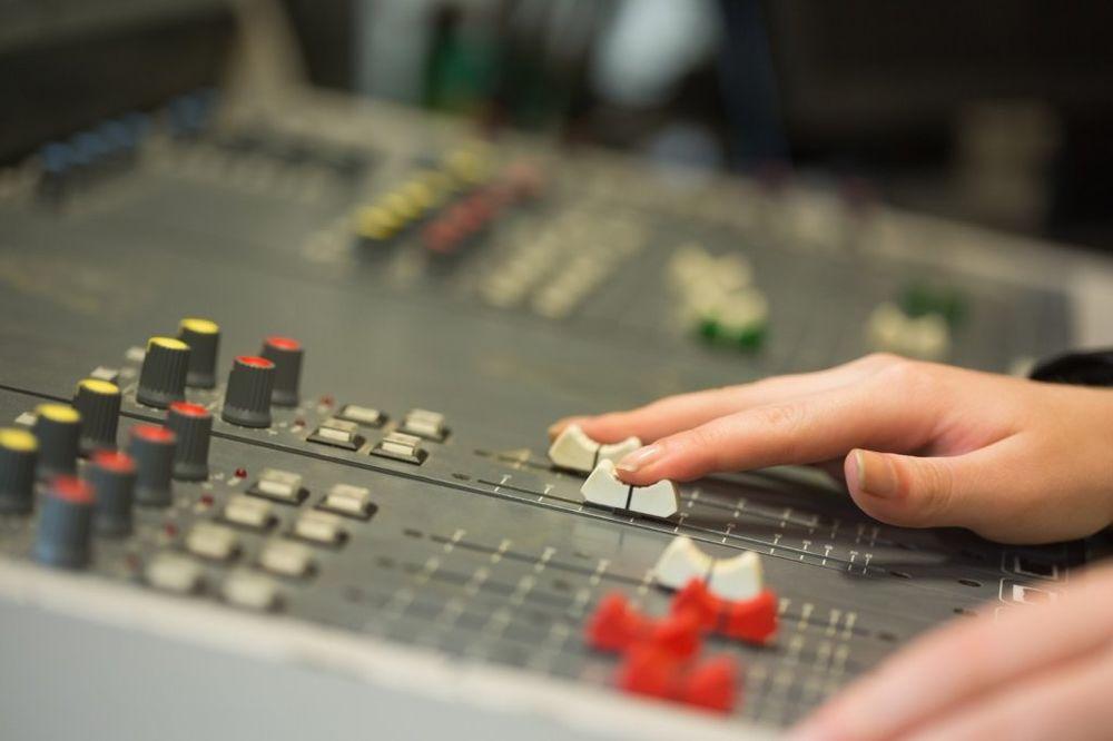 SRPSKI MEDIJI NA DOBOŠU: Da budete vlasnik radija treba vam samo 3.600 evra?!