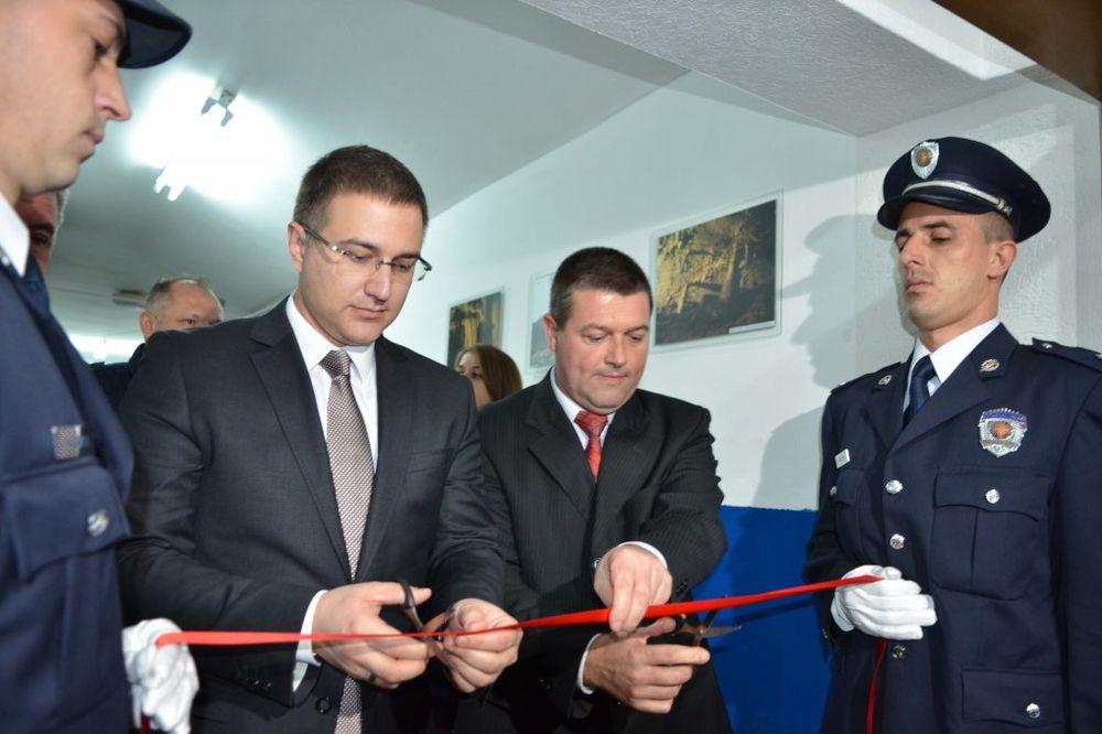 STEFANOVIĆ U PREŠEVU: Otvorene nove prostorije Policijske stanice, priznanje za ministra
