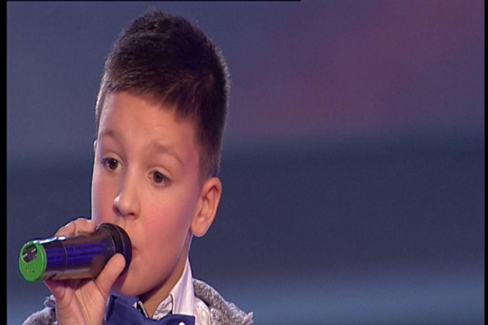 MALI GOSPODIN: Pavle svojim glasom i nastupom rasplakao publiku! (VIDEO)