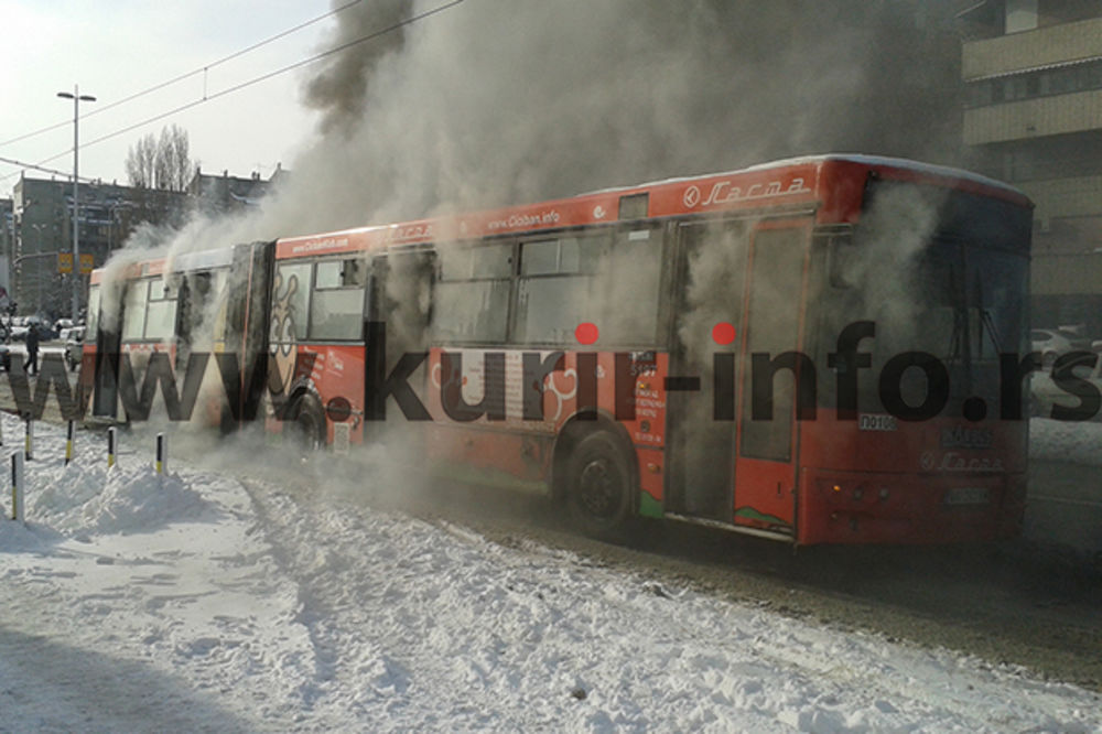 (FOTO) NOVI BEOGRAD: Zapalio se autobus na liniji 95