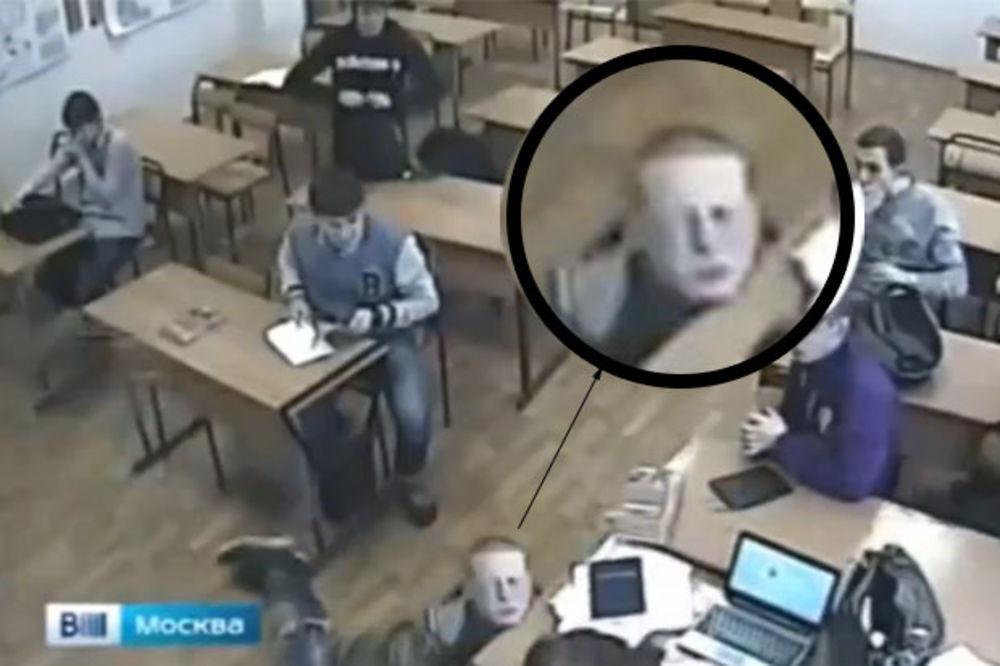 (UZNEMIRAVAJUĆI VIDEO) DA PLAČEŠ: Huligani ubili dečaka u školi!