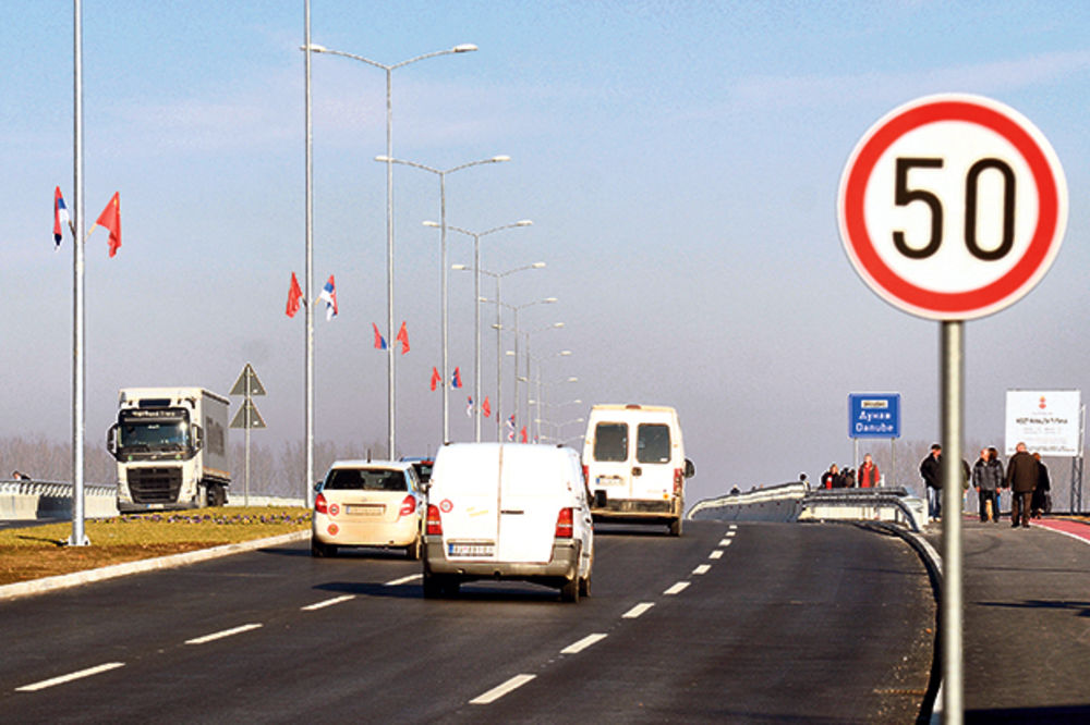 MUŠKARAC IZVRŠIO SAMOUBISTVO U BGD: Skočio sa Pupinovog mosta u reku!