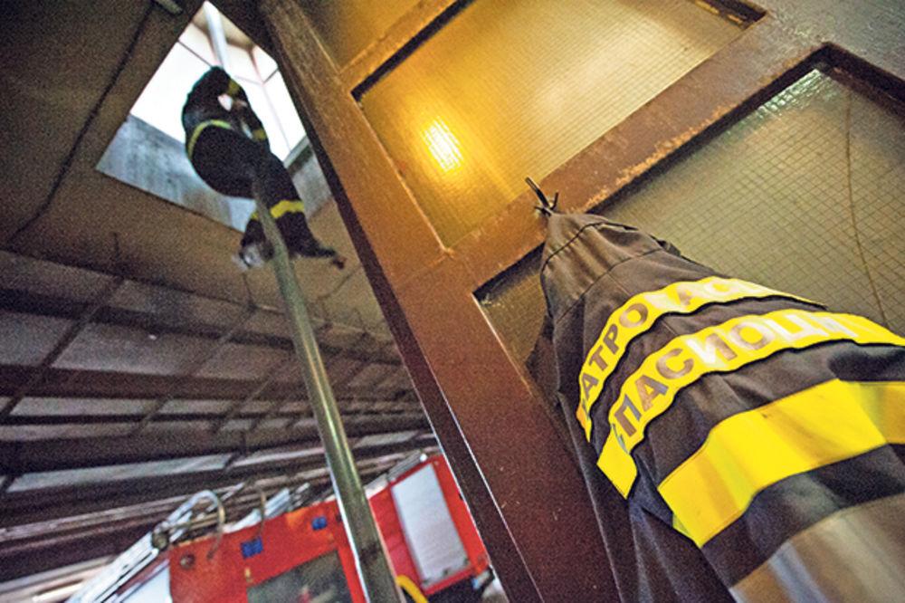 BEOGRAD: Požar u napuštenom magacinu PKB