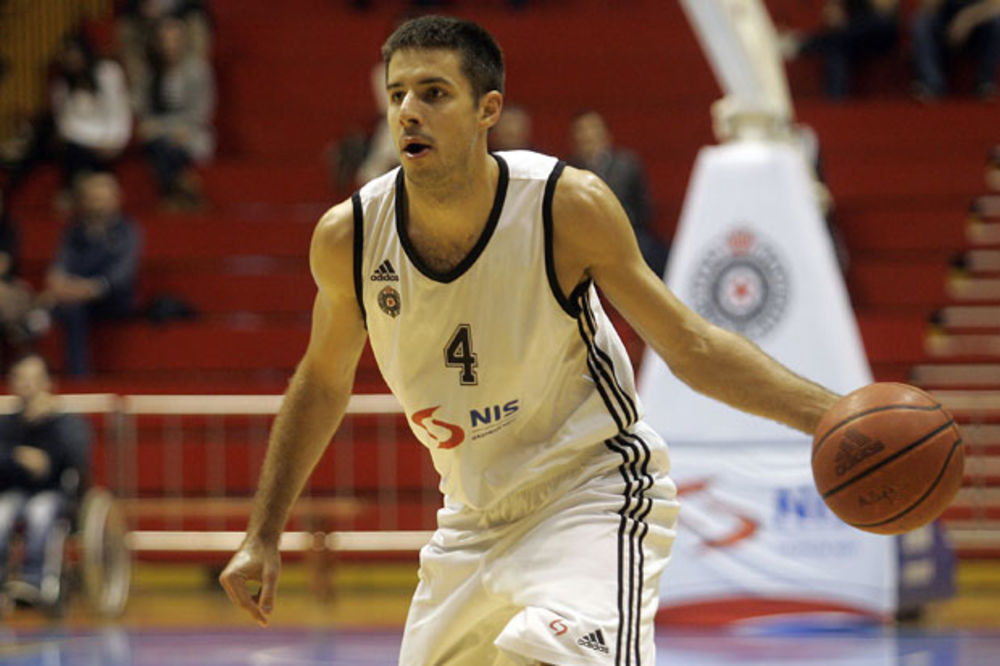 (VIDEO) LUCIDNI TEPIĆ: Pogledajte sjajno dodavanje košarkaša Partizana