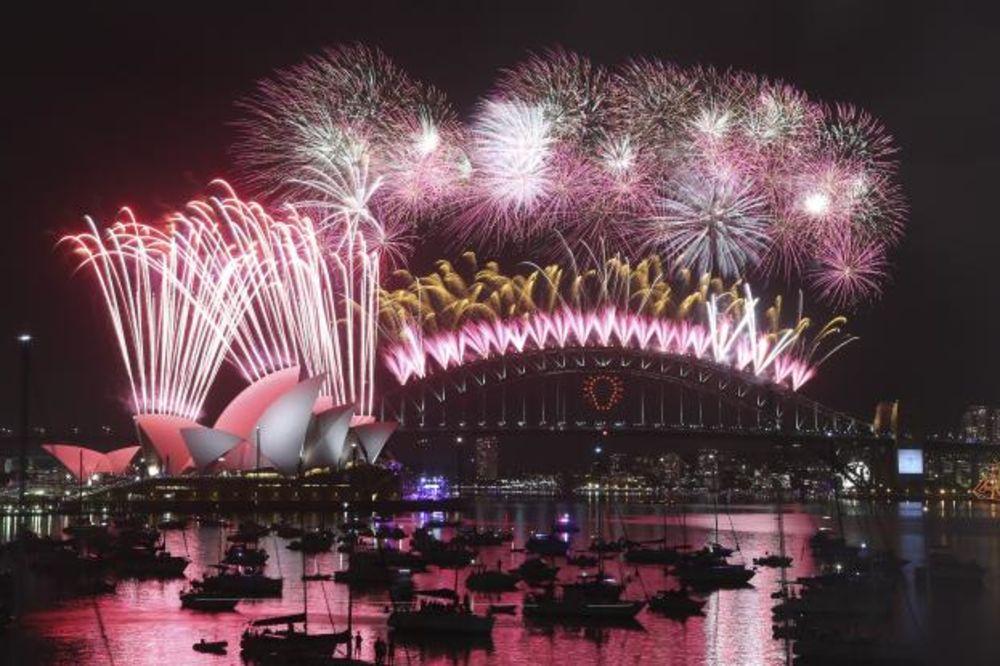 Doček Nove godine širom sveta - Page 2 Sidnej-nova-godina-vatromet-foto-ap-1420036676-604191