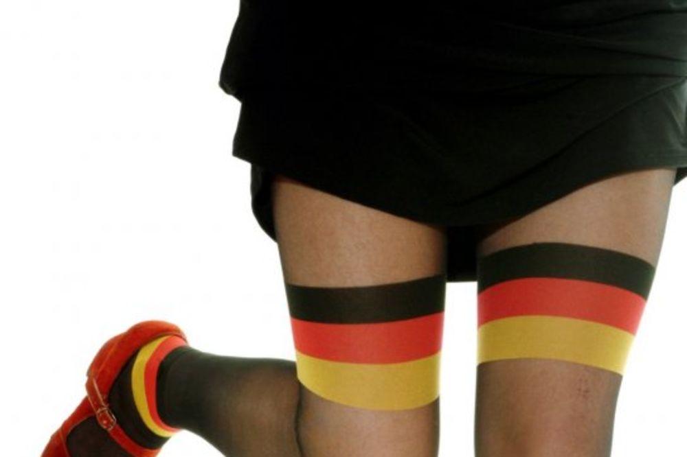 (VIDEO) RAZOČARALA SE: Tužila kompaniju čarapa jer nije doživela orgazam kao devojka u reklami