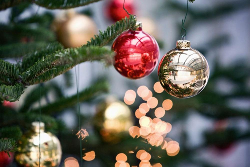 10 NAČINA DA PRENESETE DRUGIMA ONO ŠTO OSEĆATE: Najlepše poruke i čestitke za Srećnu Novu godinu