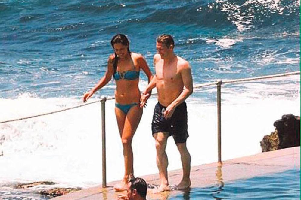 LUDA NOĆ: Nole uživao sa ženom, Ana i Švajni se kupali