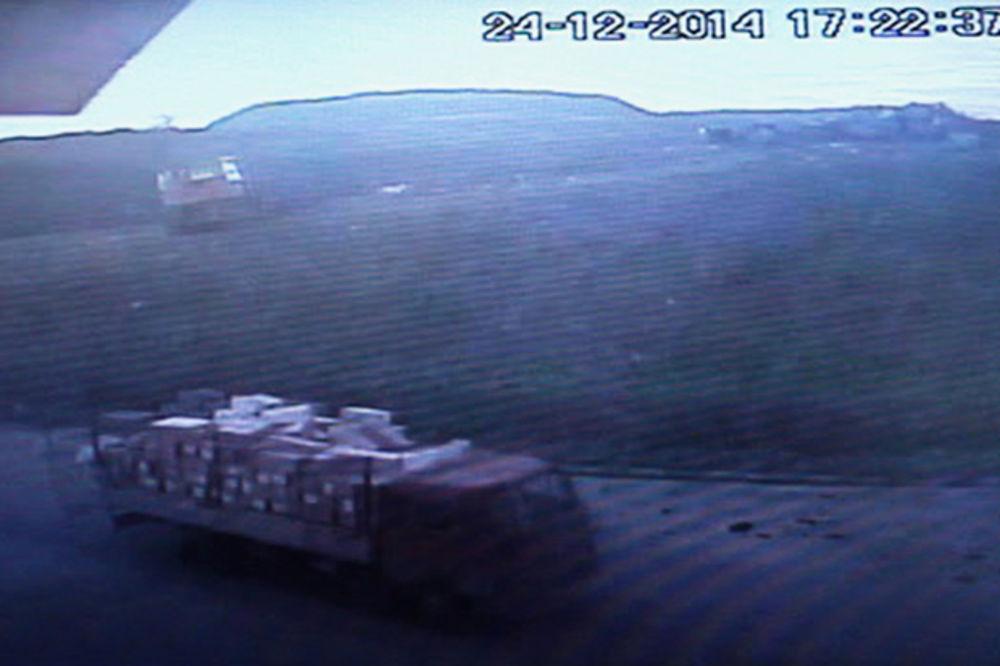 (VIDEO) BRUKA U KG, NIJE IM PRVI PUT: Evo kako su iznošene buđave torte sa deponije!