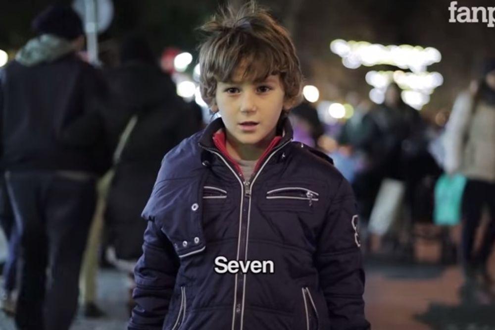 (VIDEO) Šta kažu dečaci kad im odrasli narede da udare devojčicu?