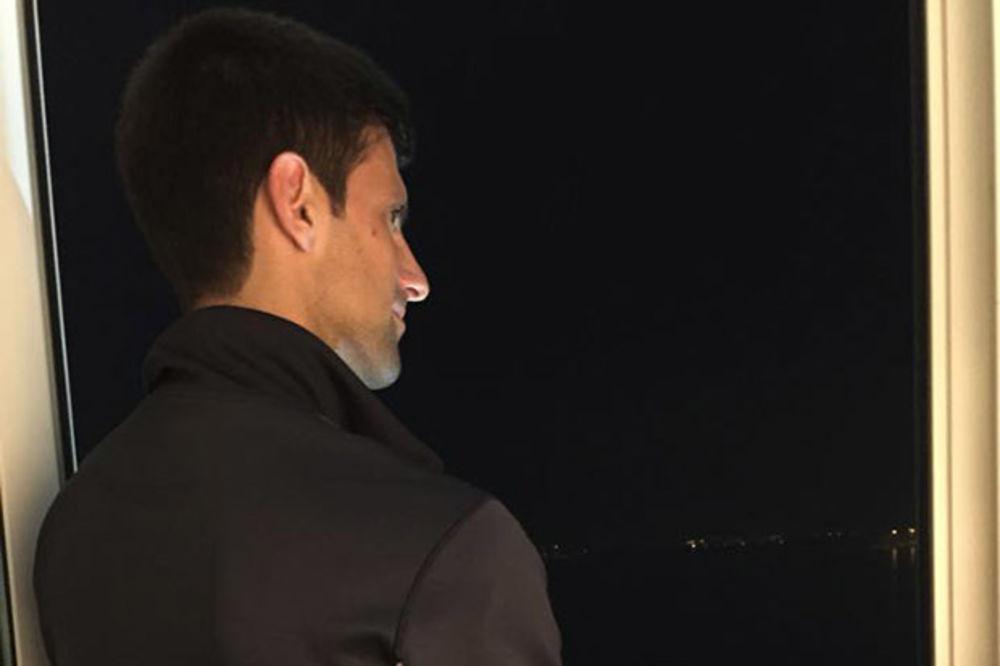 (FOTO) VREME ZA PORODICU: Novak Đoković sa sinom Stefanom čestitao Badnje veče