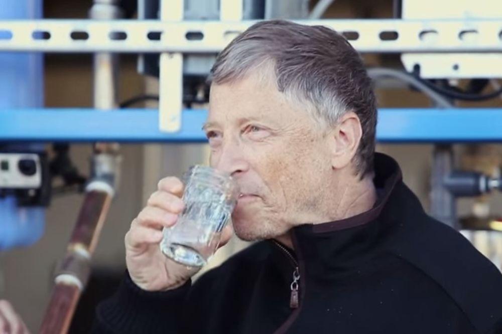 (VIDEO) Bil Gejts pije ljudski izmet, ali će vas oduševiti razlog!