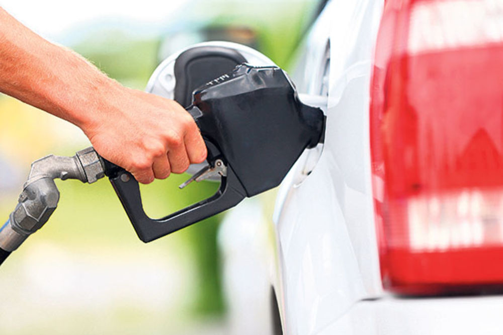 ZA DVA-TRI CENTA: U Crnoj Gori od sutra jeftinije sve vrste goriva