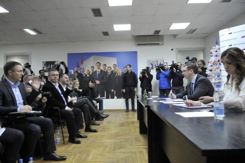 TRAŽE HITNU SEDNICU: Odbori SNS-a o napadima na premijera