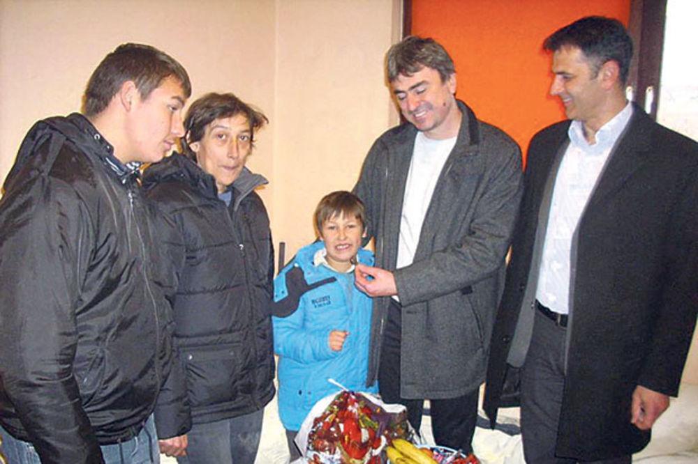 SREĆA: Mali nadničar dobio stan od opštine Blace