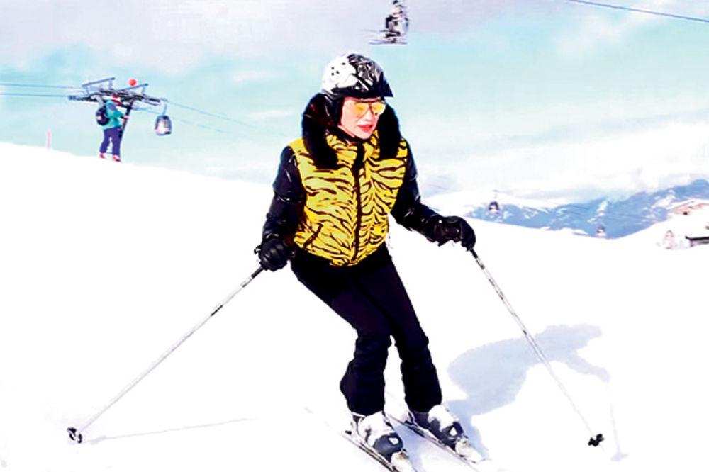 Severina u Austriji uči sina da skija