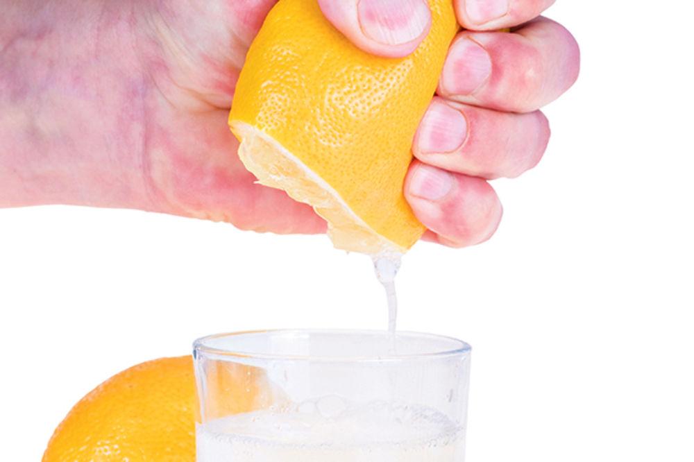 20 razloga zašto da ujutro prvo popijete toplu vodu s limunom!